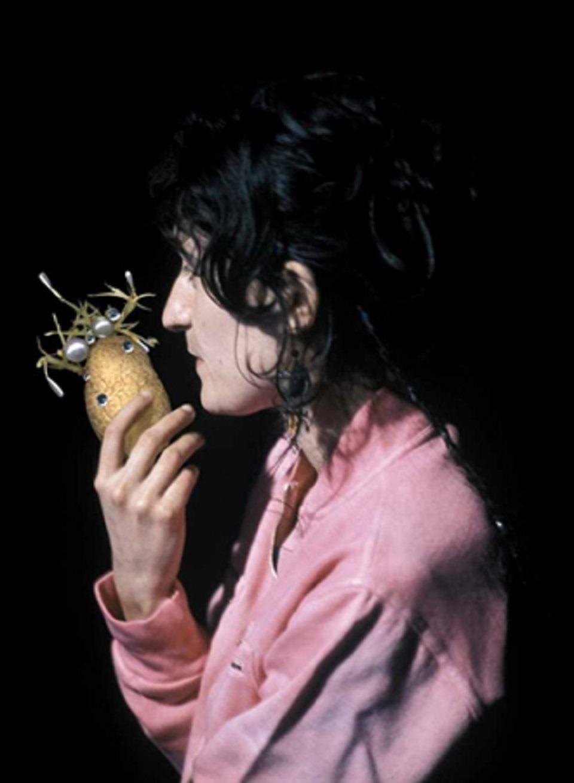 Giuliana Cunéaz – Donna con frutto (I Mangiatori di Patate)