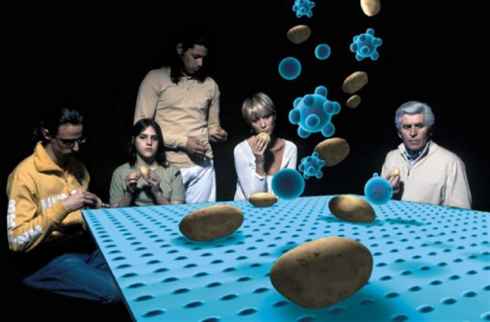 Giuliana Cunéaz – Tavolo blu (I Mangiatori di Patate)